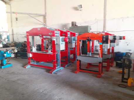 Riyadh, Heavy Equipment, Lathe, Milling, Cutting, Bending, Shaper, Cylinder Grinding Machine, New and Used for sale